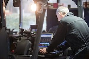 bigstock-Mechanic-using-a-laptop-to-int-62275985